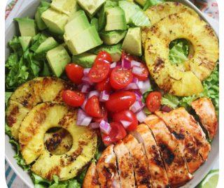 Ananaslı ve Avokadolu Tavuk Salatası