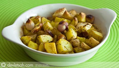 Fırında Sarımsaklı Soğanlı Patates