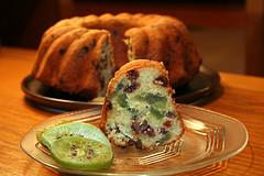 Çilekli, Kivili ve Üzümlü Kek